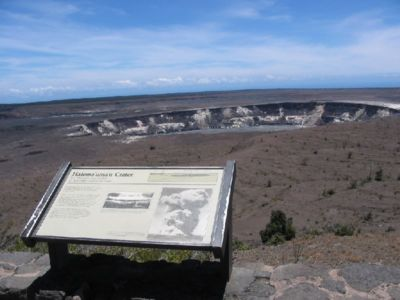 400px-VolcanoesNatlParkCrater